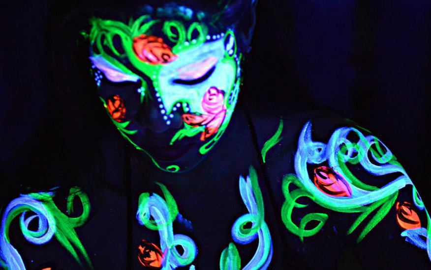 Glow Worms - WarpaintMag